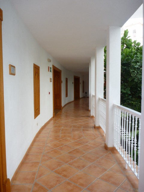 Riu Palace Tenerife - Hotelgänge mit Innenhof