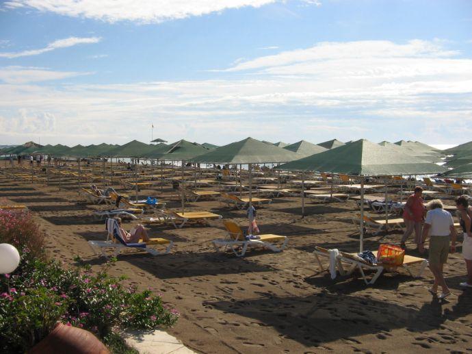 RIU Kaya - Strandbereich mit Liegen