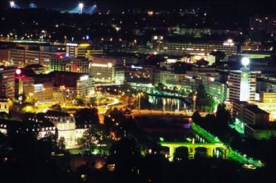 Landeshauptstadt Saarbrücken bei Nacht.