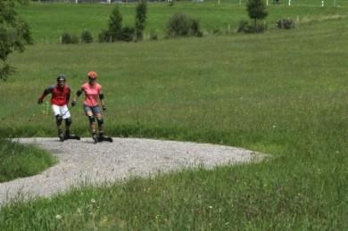 """Cross Skating ist leicht zu erlernen und macht großen Spaß. Ein ideales Übungsgelände finden Urlauber im vom Deutschen Skiverband zertifizierten """"Cross Skating Park HeilbronnerLand""""."""