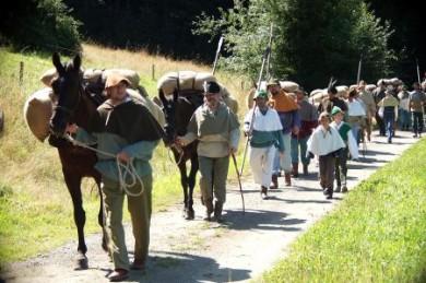 """Im Jahr 2011 feiert Grafenau das 650-jährige Bestehen der """"Gulden Strass"""". Die Karawane der sogenannten """"Salzsäumer"""" wird dabei nachgestellt."""
