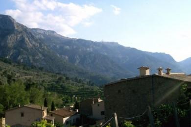 Auf Mallorca gibt es abwechslungsreiche Landschaften mit kleinen, verschlafenen Ortschaften, wo bisweilen sogar noch die ursprüngliche Landessprache Mallorquinisch gesprochen wird