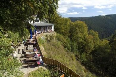 Ein Naturparadies mitten in Deutschland: Der Nationalpark Harz bietet weite Natur, malerische Täler und scheinbar unendliche Wälder. Auch viele Weltkulturerbestätten lassen sich hier besuchen.
