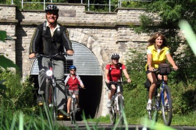 Der rund 1.100 Meter lange Milseburgtunnel ist Teil des BahnRadwegs Hessen.