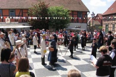 Beim jährlichen großen Fest verwandeln sich die Bewohner Ströbecks in lebende Schachfiguren.