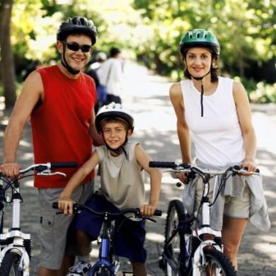 Auch Familien steigen im Urlaub gerne auf den Fahrradsattel.