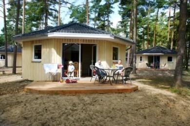 In den Ferienanlagen Regenbogen Mönsterås und Åhus endet die Hauptsaison bereits am 15. August, so dass es die gemütlichen Tipis schon zum Nebensaisonpreis gibt.