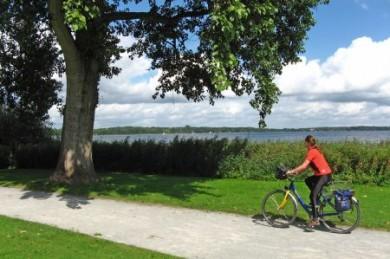 Ostfriesland ist mit seinen ebenen Routen und weiten Landschaften wie gemacht für Radfahrer.