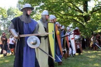 Auf dem Turnierfeld geht es zur Sache: Bei Schaukämpfen zeigen edle Ritter ihr Können.