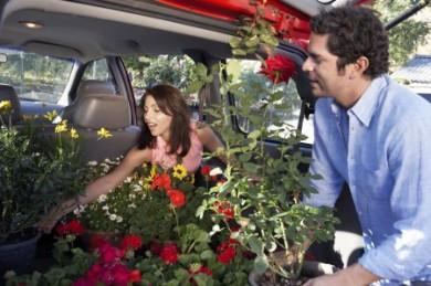 """Im Rahmen der Kampagne """"Risiko raus!"""" gibt die gesetzliche Unfallversicherung Tipps für das sichere Beladen des eigenen Autos. ("""
