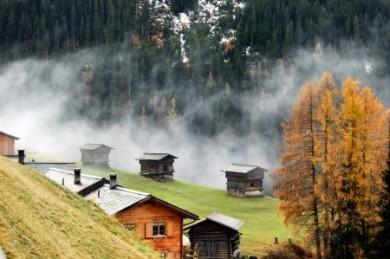 Graubünden besitzt exklusive Ferienorte, aber auch ganz ursprüngliche Bergdörfer.