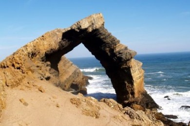 Naturwunder Bogenfels: In Millionen Jahren hat die tosende See des Atlantiks aus dem Felsen ein Tor gewaschen.