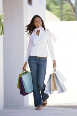 Den Füßen wird bei einer Shoppingtour Höchstleistung abverlangt. Wohl dem, der dann an gut passende Schuhe gedacht hat.