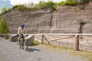 Die faszinierende Wingertsbergwand kann man auch vom Rad aus kennenlernen.