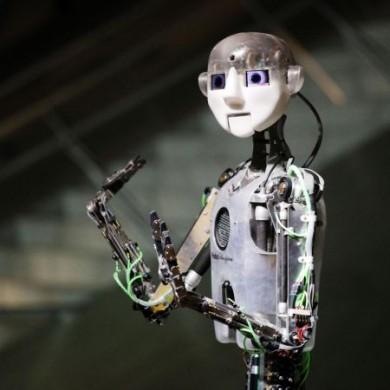 """Der sprechende, dichtende und singende Robotor """"RoboThespian"""" zählt zu den besonderen Publikumslieblingen in dem naturwissenschaftlichen Mitmach-Museum."""